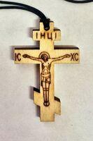 Крест нательный дерево (13), на шнурке, малый, с распятием, выжженый