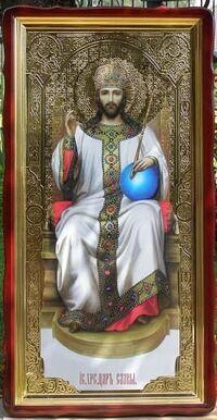 Спаситель на троне в белом одеянии, в фигурном киоте, с багетом. Большая Храмовая икона 60 х 114 см.