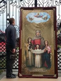 Вера, Надежда, Любовь, и мать их София (рост), в фигурном киоте, с багетом. Большая Храмовая икона 120 х 230 см.