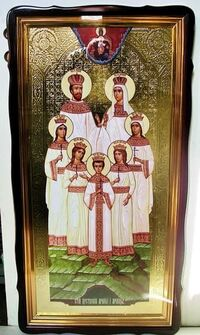 Царская семья, в фигурном киоте, с багетом. Храмовая икона 60 Х 114 см.