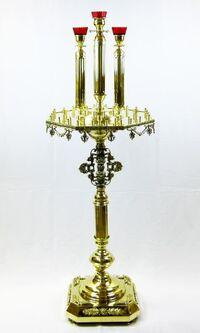 Подсвечник на 52 свечи восьмигранный, с тремя высокими лампадами, с литьем